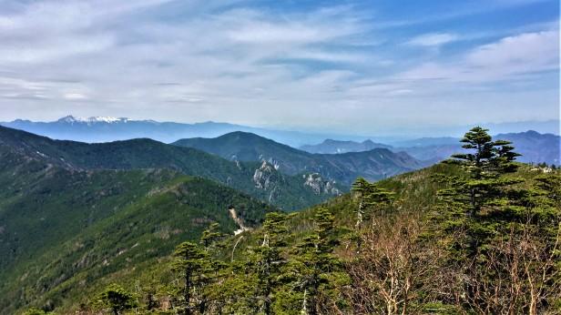 The long rocky ridge extending down from Asahi-dake