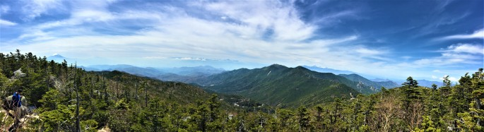 Fuji left, the ridgeline to Kinpu-san, and far off Nagano peaks.