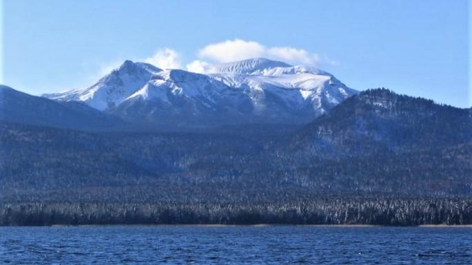 Mt_meakann&lake_akann