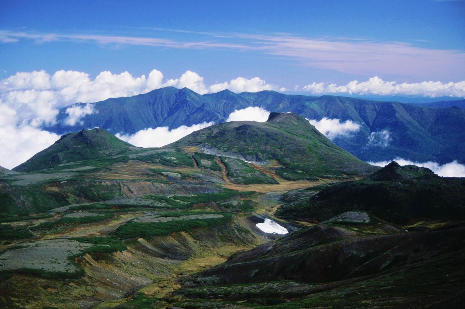 Mount_Niseykauspe_and_Mount_Kuro